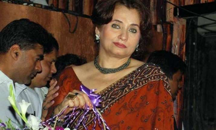 salma agha s servant arrested on charge of theft