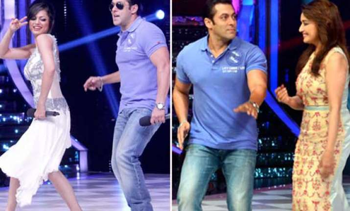 salman khan dances with madhuri on the sets of jhalak view