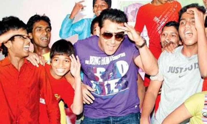 salman khan s eidi for his little fans suffering from heart
