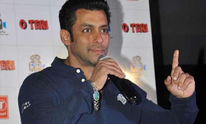 salman takes lead in o teri promotions for kamaal amrohi s