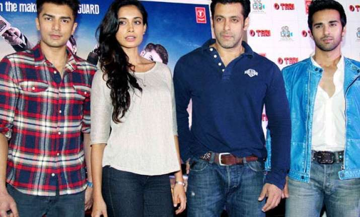 salman khan promotes o teri tweets about the film