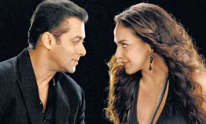salman does a cameo in tell me o khuda