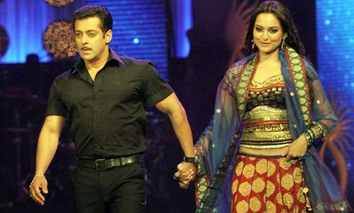 salman unwilling to do intimate scenes with sonakshi