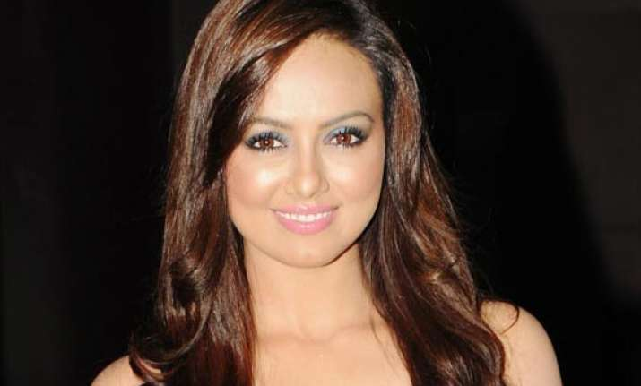 sana khan not required for current schedule of mental
