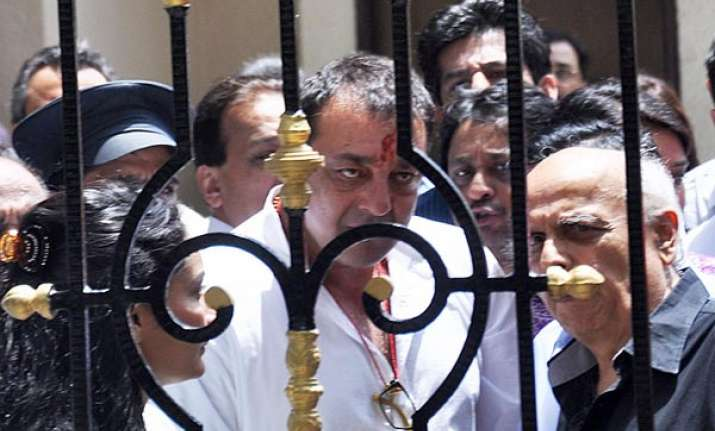 sanjay dutt given paper binding and file making work in