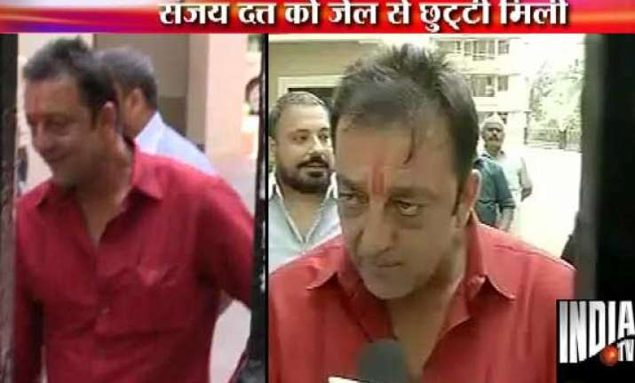 sanjay dutt out of yerawada jail for 14 days on furlough