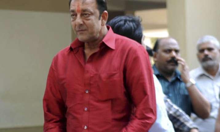 actor sanjay dutt reaches yerawada jail