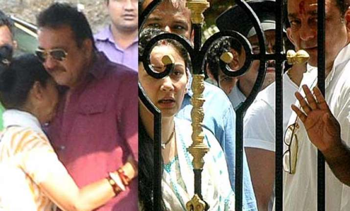 sanjay dutt s parole ends leaves manyata and kids for