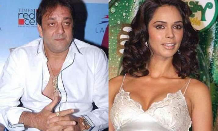 sanjay refuses to kiss mallika in double dhamaal
