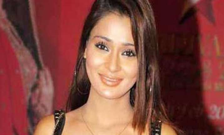 sara khan wants to concentrate on production
