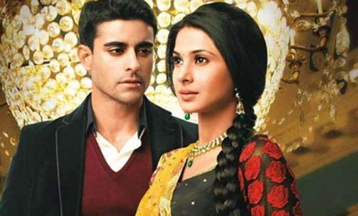 saraswatichandra will saras go to mumbai alone