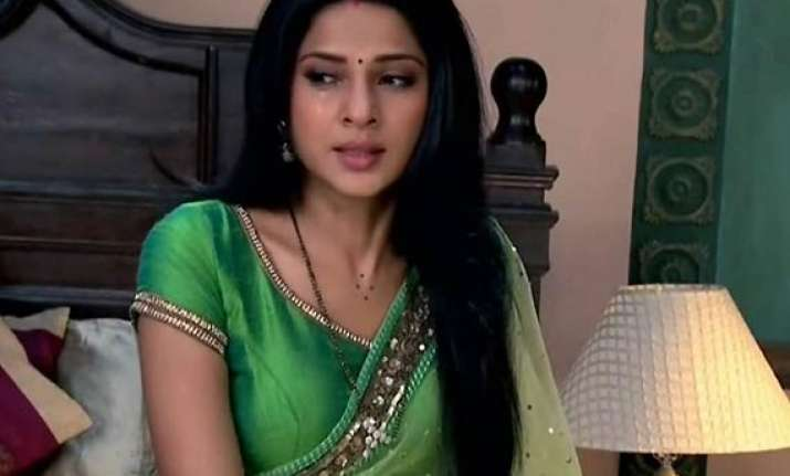 saraswatichandra kumud trapped in red light area
