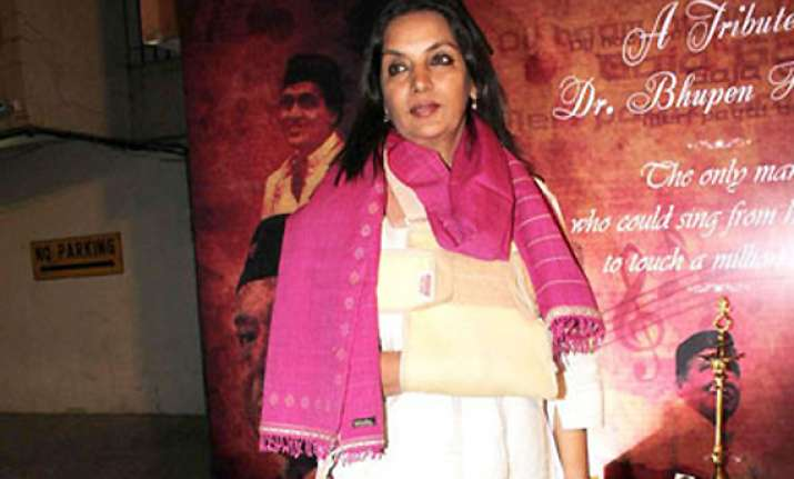 shabana azmi shoots with a fractured shoulder