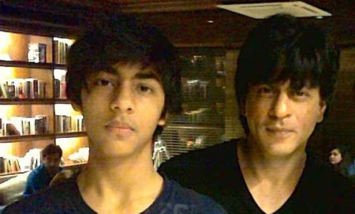 shah rukh khan worried about son aryan s partying habits