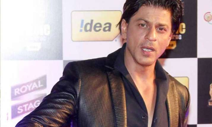 shah rukh khan honoured with face of romantic music award