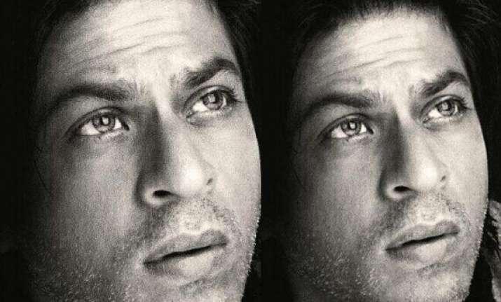 shah rukh khan undergoes eye surgery