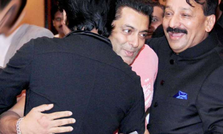 shah rukh khan happy to be friends with salman again