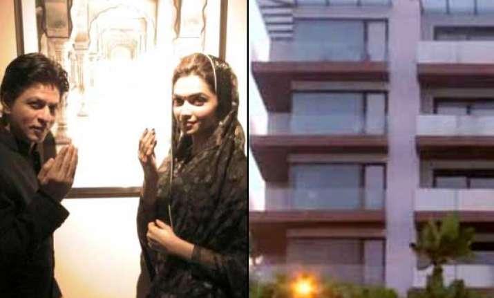 shah rukh khan throws iftar party at dubai bungalow view