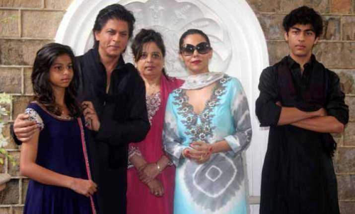 shah rukh khan perturbed over security of mannat