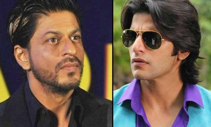 shah rukh khan s vanity van smashes tv actor karanvir bohra