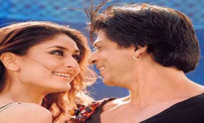 shah rukh denies he kissed kareena in ra.one