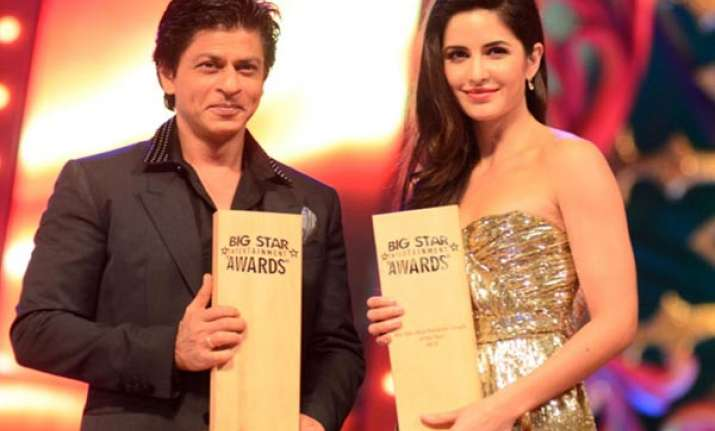 shah rukh khan wins two awards at big star entertainment