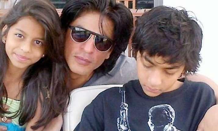 shah rukh khan to babysit aryan suhana abram for five days