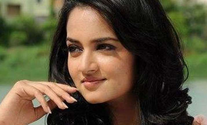 shanvi in kannada remake of ala modalaindi