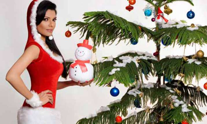 sherlyn chopra becomes santa claus for street kids