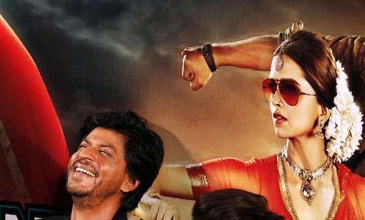 shh rukh khan deepika at launch of first look of chennai