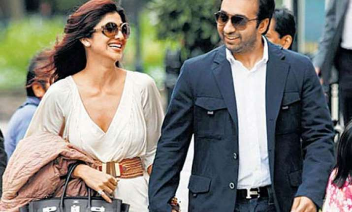 shilpa denies reports on troubled marriage pregnancy
