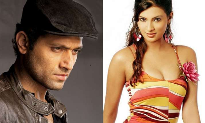 shiney ahuja made indecent advances to sayali bhagat