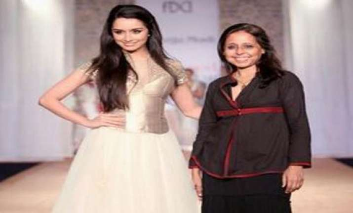 shradda kapoor walks the ramp
