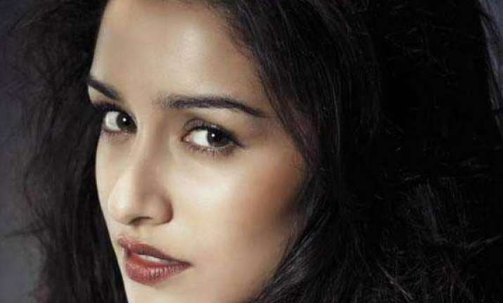 shraddha kapoor to be part of shaukeen remake