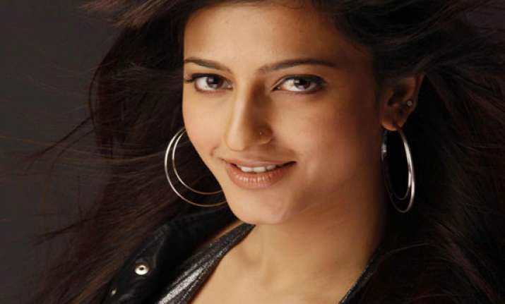 shruti hassan wants to show her real side on screen.
