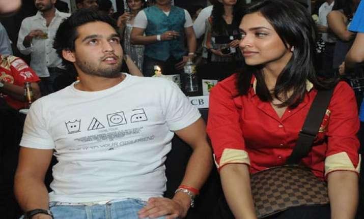 siddharth denies he is deepika s boyfriend
