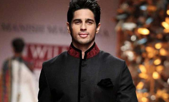 sidharth malhotra to host a show on bollywood villains