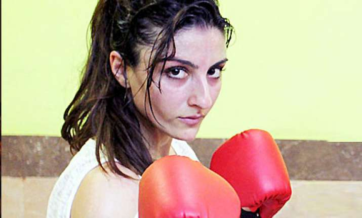 soha beats 20 people in first scene of upcoming film