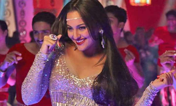 sonakshi sinha calls herself a bathroom singer