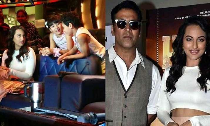 sonakshi akshay promote holiday on sets of did li l masters