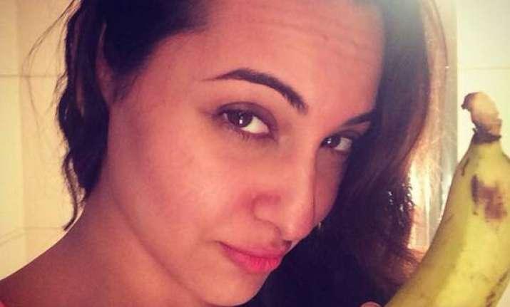 sonakshi hits back at golden kela awards posts a pics with