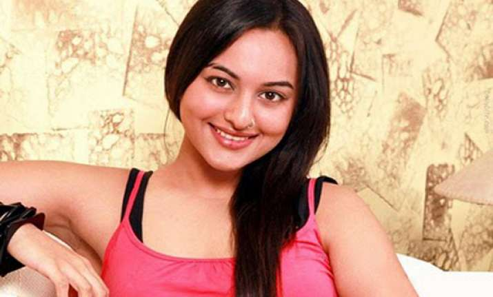 sonakshi to play a gangster s moll