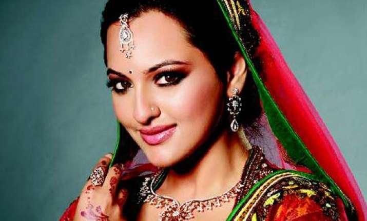 sonakshi s diamond solitaire earrings vanish during shoot
