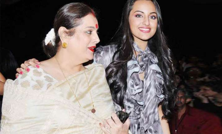 sonakshi s mom cooks ghar ka khana for akshay