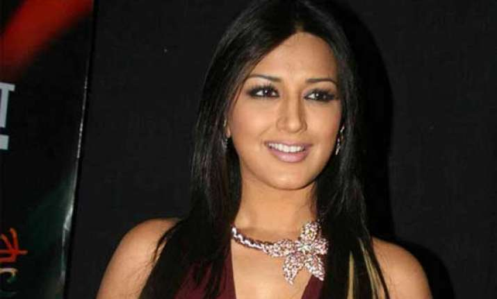 sonali bendre happy to play narrator in tv show