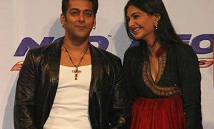sonam kapoor finds salman khan hot