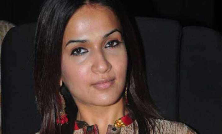 soundarya happy about bringing pride to women