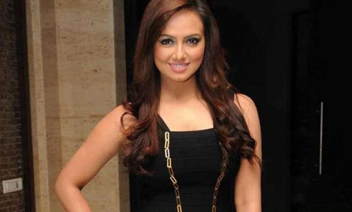 starlet sana khan gets anticipatory bail