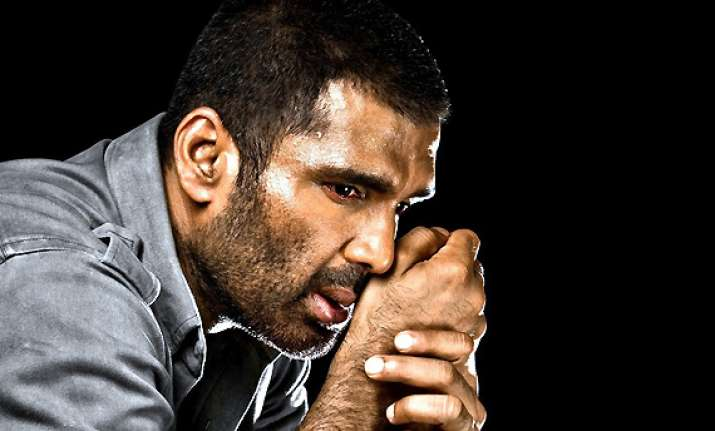 sunil shetty takes over treatment of his nepalese guard s