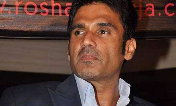 defamation case suniel shetty to pay rs 20k for non